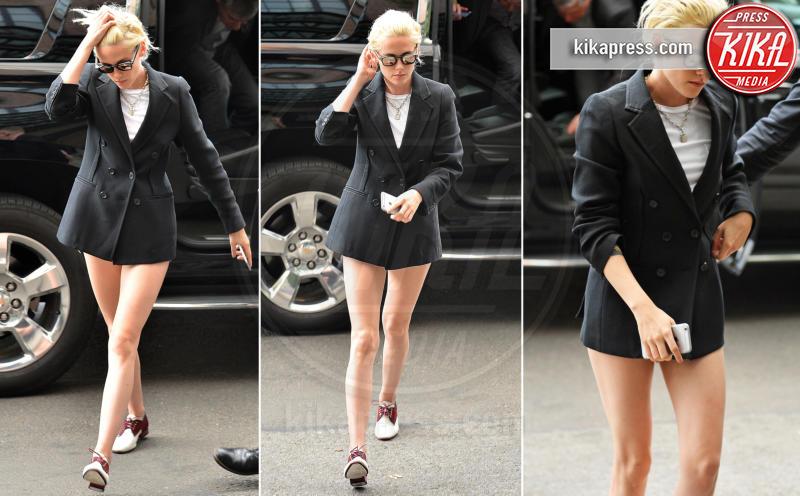 Kristen Stewart - New York - 03-10-2016 - Blake Lively: pantaloni? No grazie, sotto la giacca... niente!