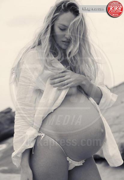 Candice Swanepoel - Candice Swanepoel in perfetta forma a un mese e mezzo dal parto