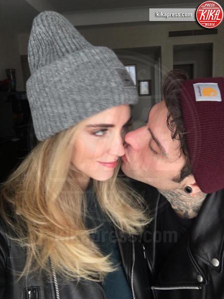 Fedez, Chiara Ferragni - Milano - 10-10-2016 - Fedez e Chiara Ferragni: una coppia davvero al bacio