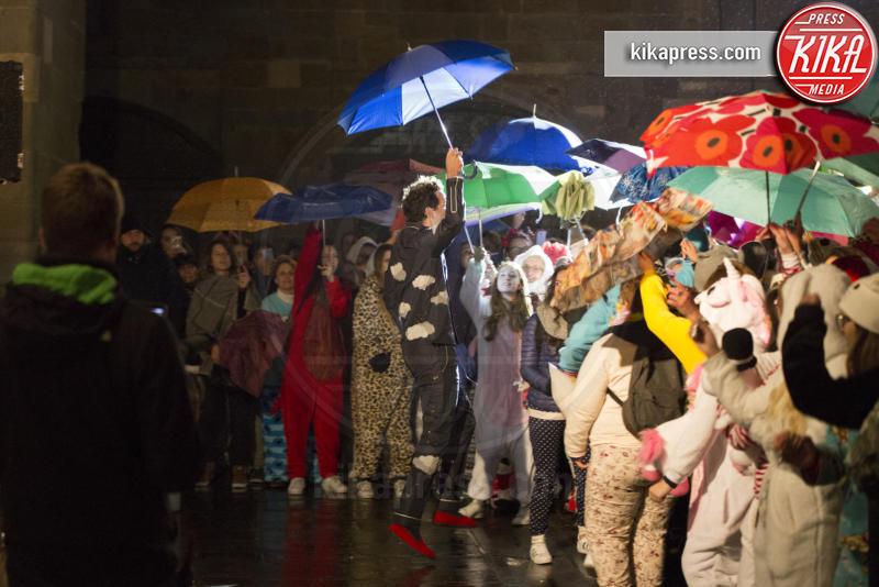 Mika - Bergamo - 13-10-2016 - Mika, pigiama party sotto la pioggia a Bergamo Alta