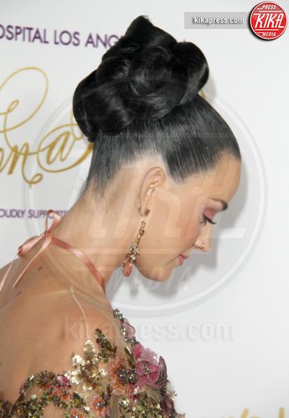 Katy Perry - Los Angeles - 15-10-2016 - Cosa ti metti in testa per le feste? Prova con la treccia...