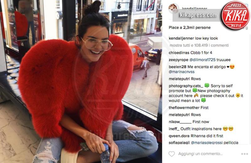 Kendall Jenner - 17-10-2016 - Chi lo indossa meglio? La mantella Heart di Yves Saint Laurent