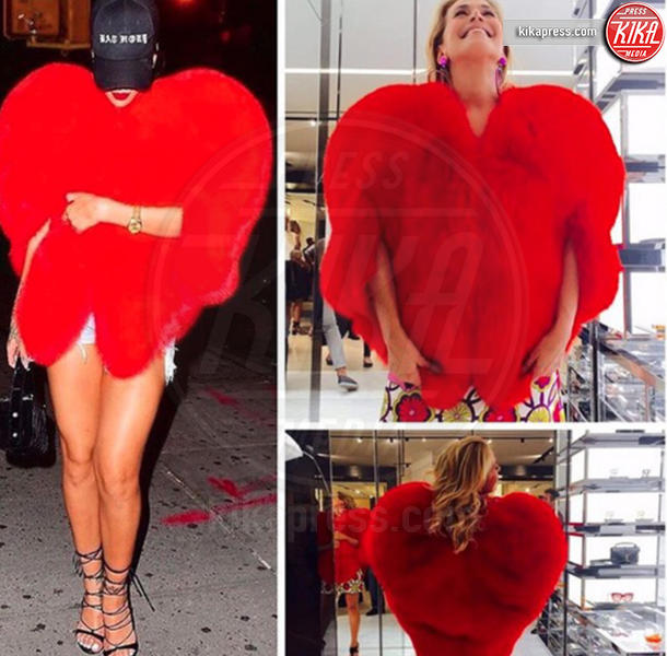 Barbara D'Urso, Rihanna - 17-10-2016 - Chi lo indossa meglio? La mantella Heart di Yves Saint Laurent