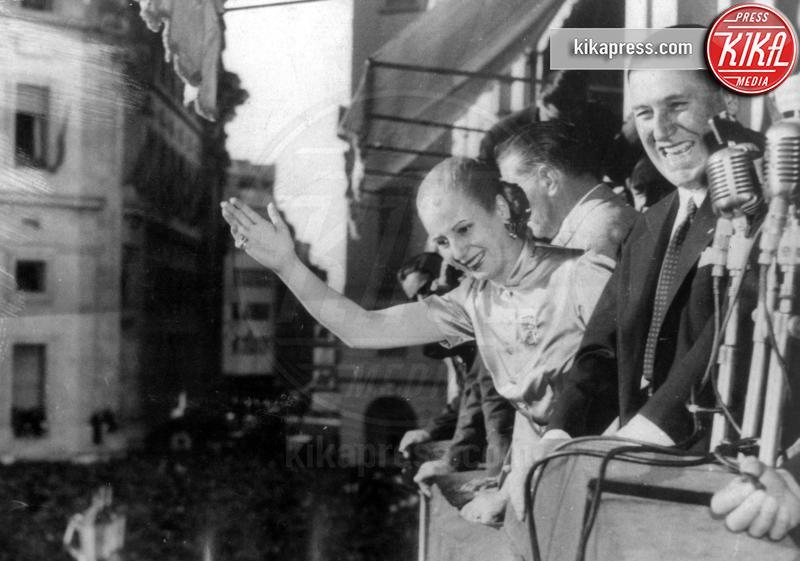 Juan Peron, Evita Peron - Buenos Aires - 23-10-1950 - 8 marzo: donne al comando, il sesso 'debole' al potere
