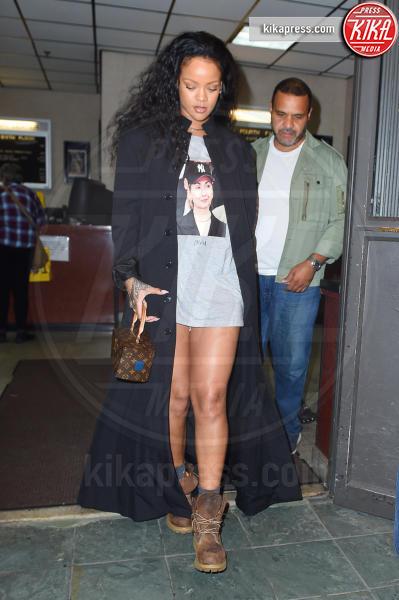 Rihanna - New York - 19-10-2016 - Le gambe più sexy? Giudicatele voi...