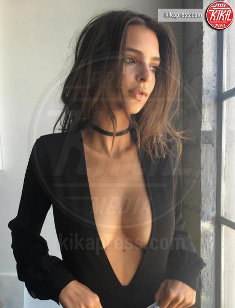 Emily Ratajkowski - 26-10-2016 - Emily Ratajkowski nuda, ma c'è lo spettro anoressia!