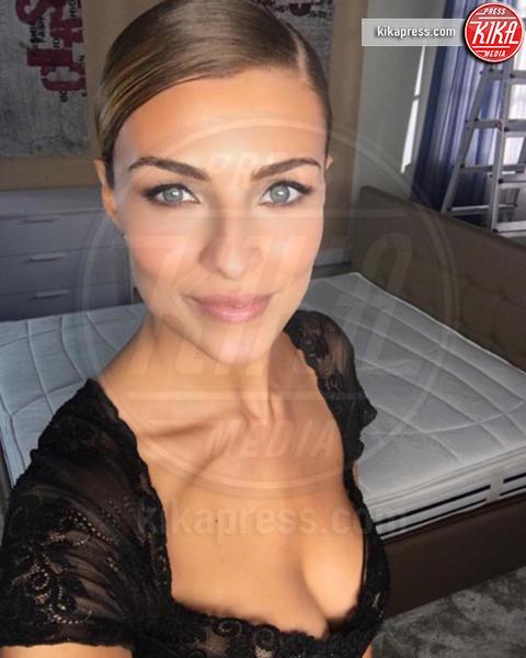 Cristina Chiabotto - Milano - 27-10-2016 - Addio Fabio: Cristina Chiabotto bacia lui...