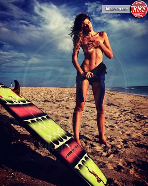 Aleksandra Rastovic - Hollywood - 27-10-2016 - Emily Ratajkowski ancora nuda per le feste