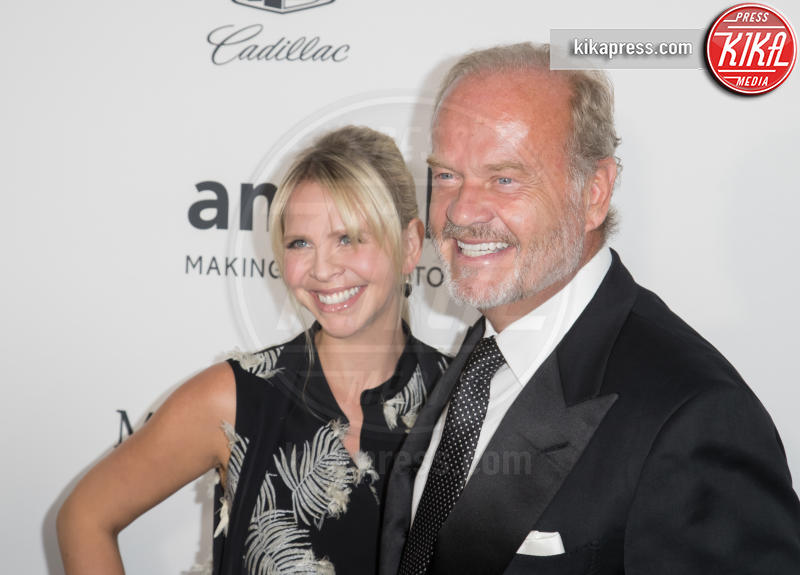 Kayte Walsh, Kelsey Grammer - Los Angeles - 27-10-2016 - AmfAR Gala a Los Angeles: Charlize Theron in nero e diamanti