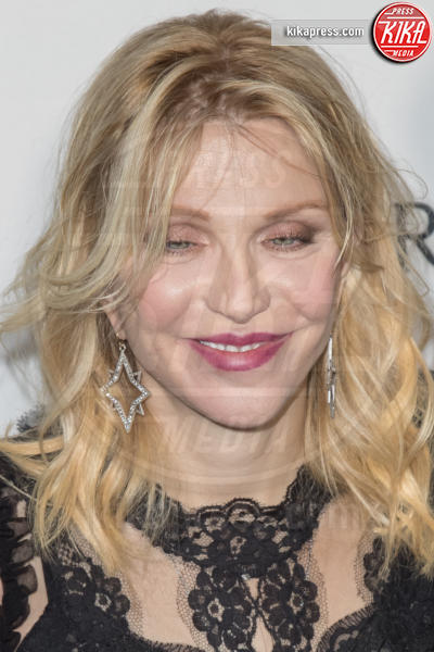 Courtney Love - Los Angeles - 27-10-2016 - AmfAR Gala a Los Angeles: Charlize Theron in nero e diamanti