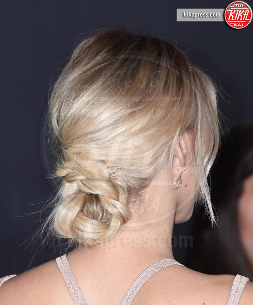 Jennifer Lawrence - Beverly Hills - 28-10-2016 - Cosa ti metti in testa per le feste? Prova con la treccia...
