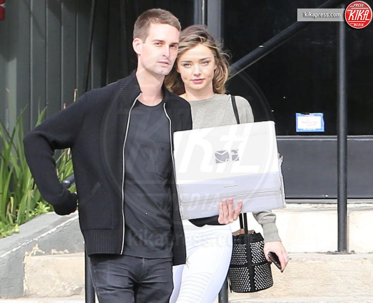 Evan Spiegel, Miranda Kerr - Hollywood - 30-10-2016 - Miranda Kerr svela le immagini del suo abito da sposa! Eccole