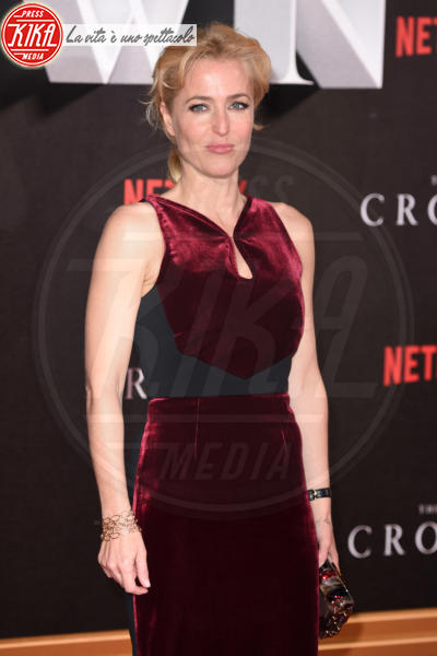 Gillian Anderson - Londra - 01-11-2016 - The Crown, la Regina Elisabetta II come non l'avete mai vista