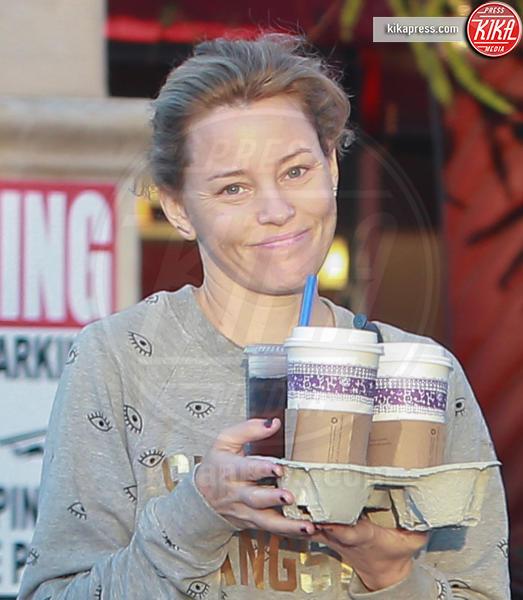 Elizabeth Banks - Los Angeles - 02-11-2016 - Prima e dopo: il miracolo del make up!