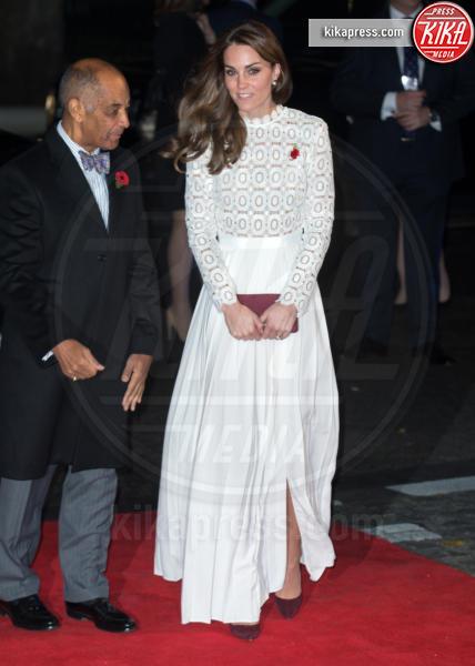 Kate Middleton - Londra - 03-11-2016 - Kate Middleton osa sul red carpet di A Street Cat Named Bob