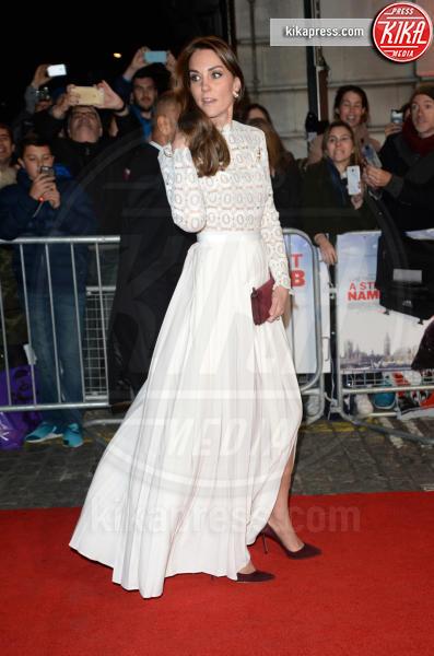 Kate Middleton - Londra - 03-11-2016 - Chi lo indossa meglio? Kate Middleton e Paris Hilton
