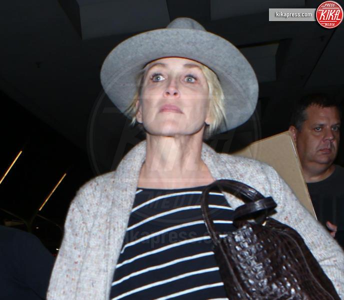 Sharon Stone - LA - 04-11-2016 - Prima e dopo: il miracolo del make up!