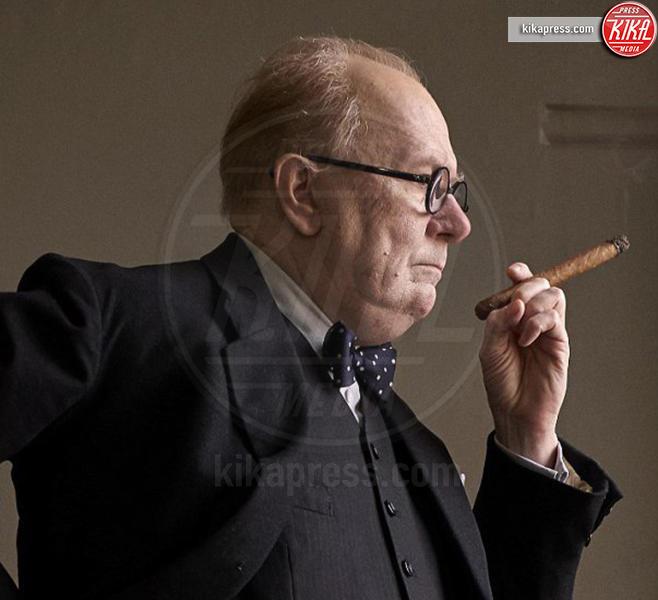 Gary Oldman - Gary Oldman si è trasformato in Winston Churchill