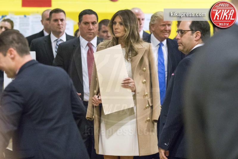 Melania Trump - New York - 08-11-2016 - Donald Trump spia la moglie durante il voto