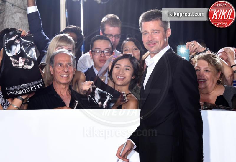 Brad Pitt - Westwood - 09-11-2016 - Brad Pitt: io e Marion Cotillard? Ci metto la firma!