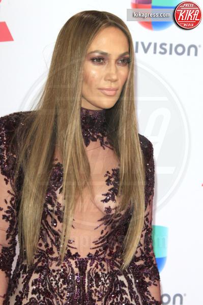 Jennifer Lopez - Las Vegas - 17-11-2016 - Il seno di Jennifer Lopez fa impazzire il web