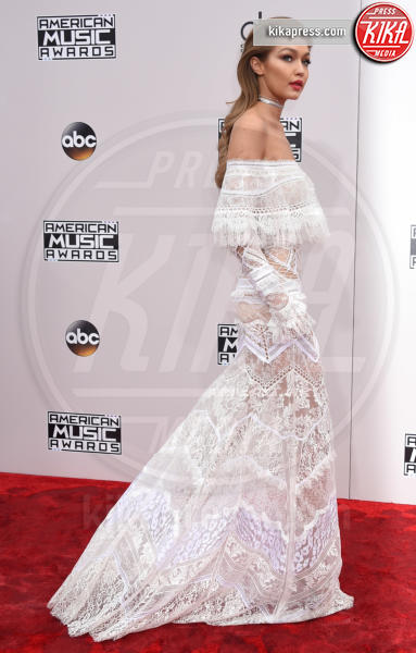 Gigi Hadid - Los Angeles - 20-11-2016 - American Music Awards: Chrissy Teigen in versione super-osè