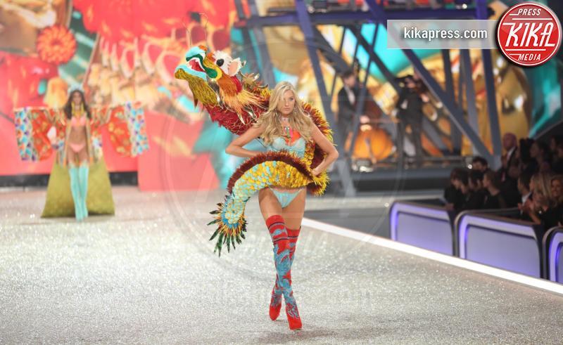 Model - Parigi - 01-12-2016 - Lady Gaga sfila con gli Angeli di Victoria's Secret a Parigi