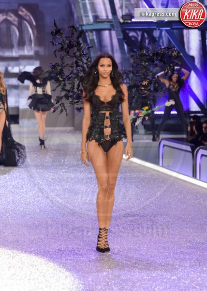 Lais Ribeiro - Parigi - 01-12-2016 - Lady Gaga sfila con gli Angeli di Victoria's Secret a Parigi