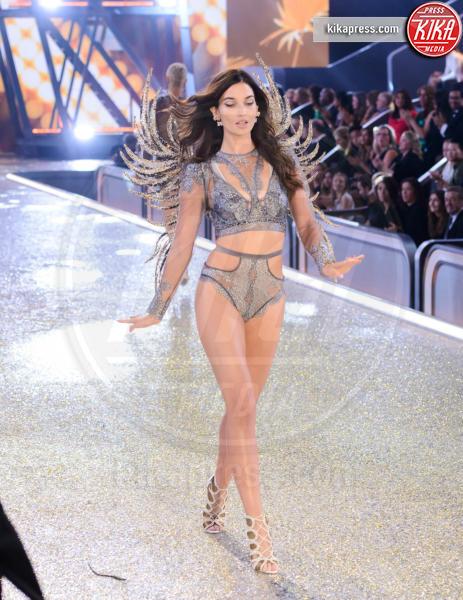 Lily Aldridge - Parigi - 01-12-2016 - Lady Gaga sfila con gli Angeli di Victoria's Secret a Parigi
