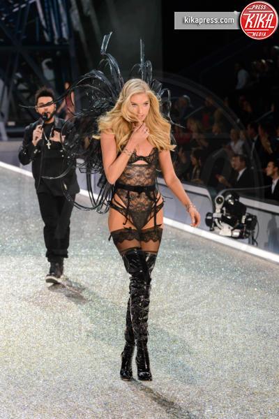 Martha Hunt - Parigi - 01-12-2016 - Lady Gaga sfila con gli Angeli di Victoria's Secret a Parigi
