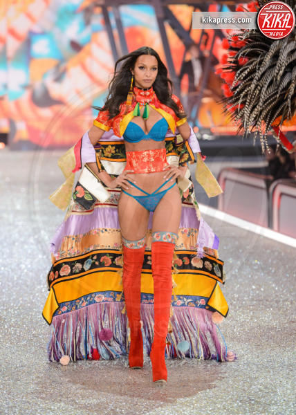 Lais Ribeiro - Parigi - 30-11-2016 - Lady Gaga sfila con gli Angeli di Victoria's Secret a Parigi