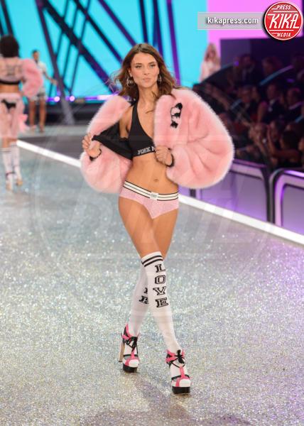 Lais Oliveira - Parigi - 30-11-2016 - Lady Gaga sfila con gli Angeli di Victoria's Secret a Parigi
