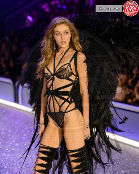 Gigi Hadid - Parigi - 01-12-2016 - Gigi Hadid è malata: