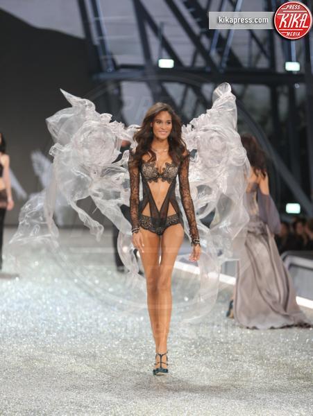 Modelo, Modella - Parigi - 01-12-2016 - Victoria's Secret: più belli gli Angeli o... i reggiseni?