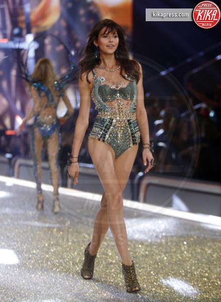 Parigi - 30-11-2016 - Victoria's Secret: più belli gli Angeli o... i reggiseni?