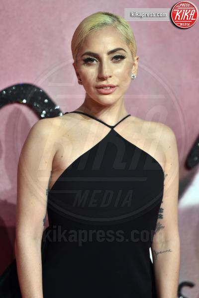 Lady Gaga - Londra - 05-12-2016 - Anthony Bourdain: Lady Gaga si apre sulla malattia mentale