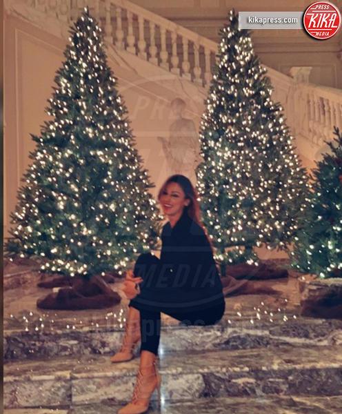 Anna Tatangelo - Milano - 06-12-2016 - Natale 2016: le star che hanno già preparato l'albero