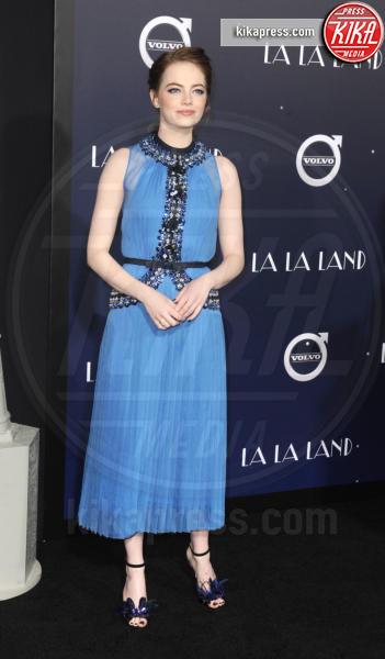 Emma Stone - Hollywood - 06-12-2016 - Emma Stone, un angelo azzurro alla première di La La Land