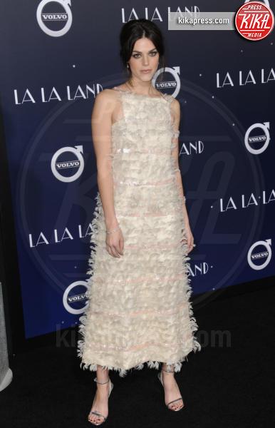 Callie Hernandez - Hollywood - 06-12-2016 - Emma Stone, un angelo azzurro alla première di La La Land