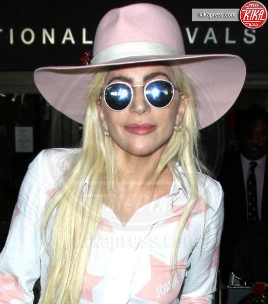 Lady Gaga - LAX - 08-12-2016 - Hollyweed: ecco le star che conoscono bene... la
