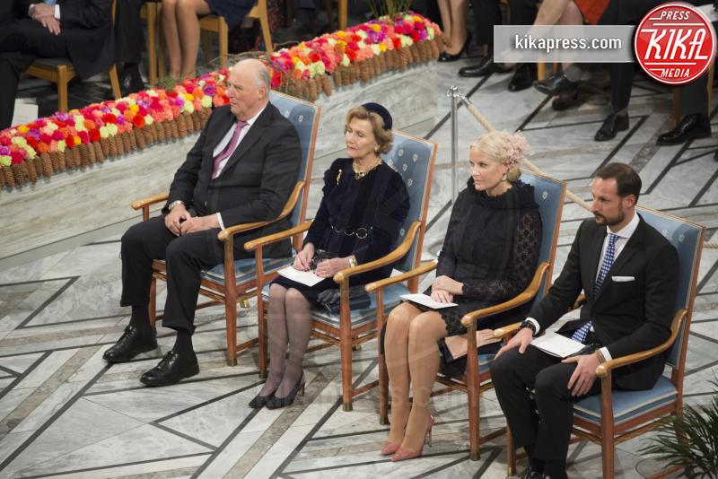 Principe Haakon Magnus di Norvegia, Mette-Marit di Norvegia, Re Harald di Norvegia, Regina Sonja di Norvegia - Stoccolma - 10-12-2016 - Nobel, a Stoccolma Patti Smith in rappresentanza di Bob Dylan