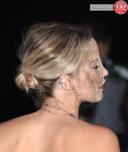 Jennifer Lawrence - Westwood - 14-12-2016 - Cosa ti metti in testa per le feste? Prova con la treccia...