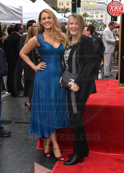 Elaine Lively, Blake Lively - Hollywood - 16-12-2016 - Reynolds-Lively: le prime foto con le figlie sulla Walk of Fame