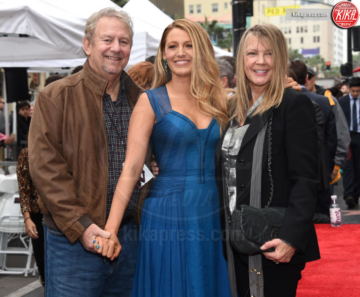 Ernie Lively, Elaine Lively, Blake Lively - Hollywood - 16-12-2016 - Reynolds-Lively: le prime foto con le figlie sulla Walk of Fame