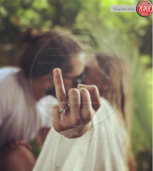 Tom Ackerley, Margot Robbie - Los Angeles - 20-12-2016 - Emily Ratajkowski mostra l'enorme anello di fidanzamento
