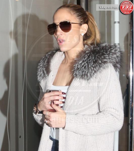 Jennifer Lopez - BH - 22-12-2016 - Il seno di Jennifer Lopez fa impazzire il web