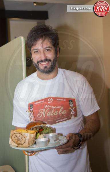 Matteo Branciamore - Roma - 23-12-2016 - Alessandro Borghi, il Dolce cameriere per i bambini di Roma