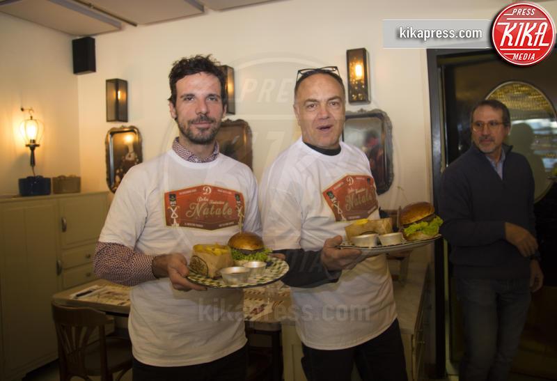 Vincenzo Acquaroli, Francesco Montanari - Roma - 23-12-2016 - Alessandro Borghi, il Dolce cameriere per i bambini di Roma