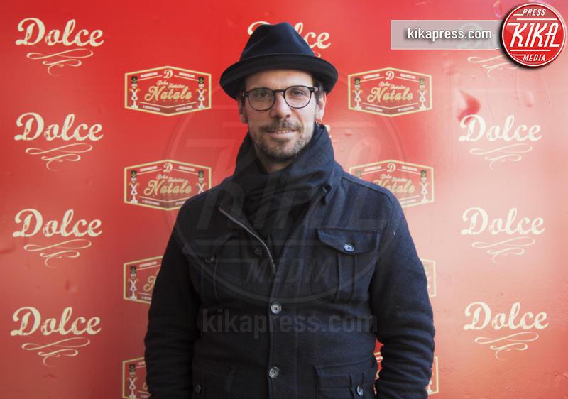 Francesco Montanari - Roma - 23-12-2016 - Alessandro Borghi, il Dolce cameriere per i bambini di Roma