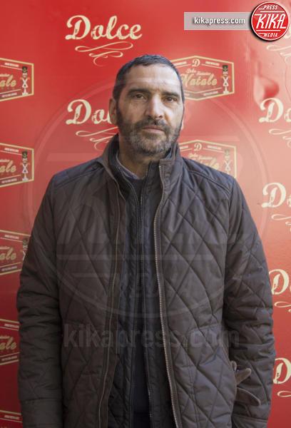 Adamo Dionisi - Roma - 23-12-2016 - Alessandro Borghi, il Dolce cameriere per i bambini di Roma